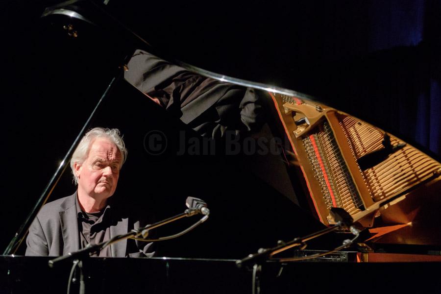 Der norwegische Pianist Ketil Bjørnstad faszinierte mit meditativen Melodien bei einem Auftritt im Kulturladen KFZ in Marburg, 18.3.2017. © Jan Bosch