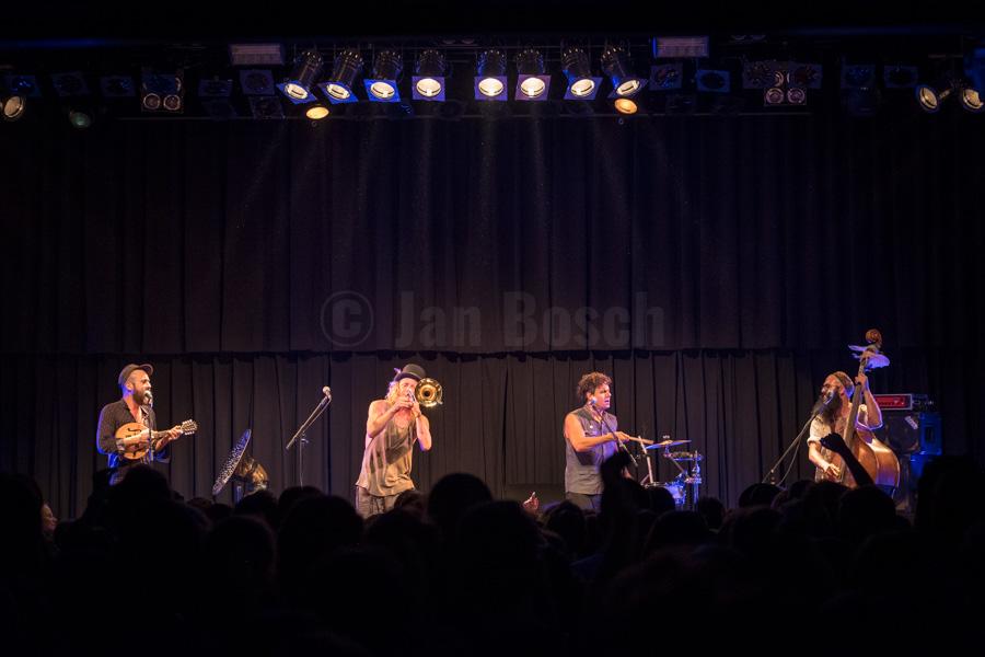 Die Kölner Balkan-Folk-Band Bukahara bei einem Auftritt im Kulturladen KFZ in Marburg. © Jan Bosch