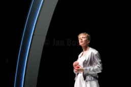 Das Ensemble des Hessischen Landestheater Marburg bei einer Aufführung von