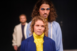 Das Ensemble des Hessischen Landestheater Marburg bei einer Aufführung von William Shakespeares