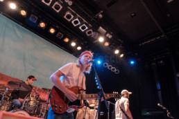 Die norwegische Indie-Pop-Band Kakkmaddafakka bei einem Auftritt im Kulturladen KFZ in Marburg, 17.1.2018. © Jan Bosch