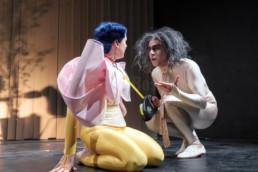 Das Ensemble des Hessischen Landestheater Marburg bei einer Aufführung von Maxim Gorkis