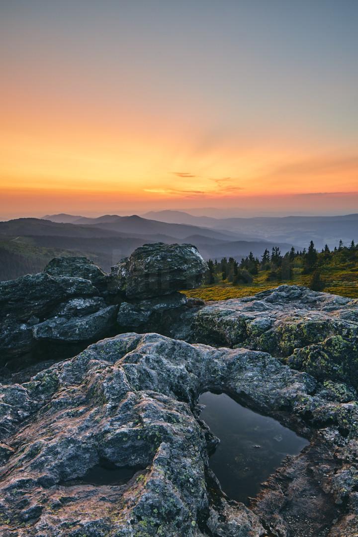 Sonnenuntergang auf dem Großen Arber im Naturpark Bayerischer Wald, Deutschland. © Jan Bosch