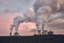 Das Kraftwerk Neurath im Sonnenuntergang, Deutschland. © Jan Bosch