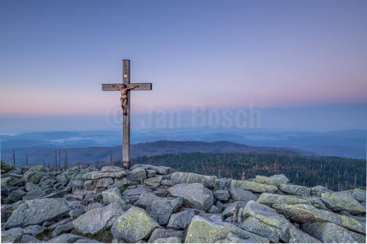 Gipfelkreuz des Lusen im Nationalpark Bayerischer Wald, Deutschland. © Jan Bosch