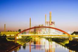 Großkraftwerk Mannheim zur blauen Stunde, Deutschland. © Jan Bosch