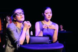Die Experimentierbande des Hessischen Landestheater Marburg lädt zu einem Experiment nach Tena Štivičićs Funkenflug unter der Leitung von Victoria Schmidt ein. © www.janbosch.de