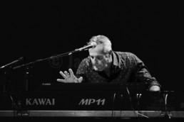 Wolfgang Ambros spielt mit Keyboarder Günter Dzikowski und Gitarrist Roland Vogel ein Konzert im ausverkauften Kulturladen KFZ in Marburg am 15.5.2019 © www.janbosch.de