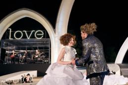Leonce & Lena am HLTM! Was kann es Schöneres geben? Der Prinz gibt sich dem Müßiggang hin, ein Narr macht Späße und die Schloßparkbühne bebt vor lachen!
