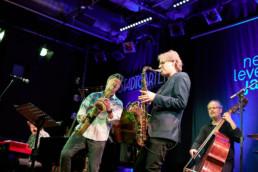 Paul Heller, künstlerischer Leiter und Saxophonist der WDR Big Band, spielt mit Bill Evans, Simon Oslender, Ingmar Heller und Wolfgang Haffner bei einem Auftritt der Reihe Next Level Jazz im Stadtgarten Köln, 22.12.2019. © Jan Bosch