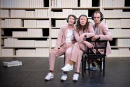 Mechthild Grabner, Zenzi Huber & Christian Simon in einer Aufführung von