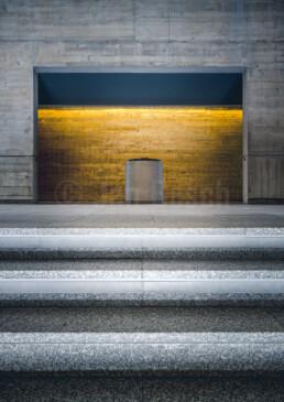 Die FotoausstellungBeton baut Kirchen von Jan Bosch zeigtsakrale Architektur der Nachkriegsmoderne in Deutschland und  ist vom 10.9.-8.10.2021 in der Kirche St. Peter & Paul in Marburg zu sehen. Vernissage am 10.9.2021 um 18:00 Uhr.